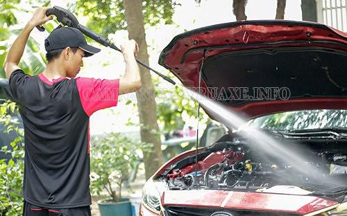 rửa khoang máy xe ô tô