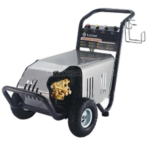 Máy rửa xe cao áp được thiết kế gọn nhẹ phù hợp với nhiều không gian