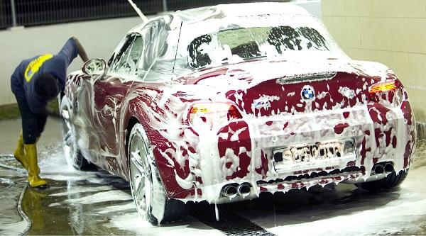 Sử dụng dung dịch rửa xe chuyên dụng