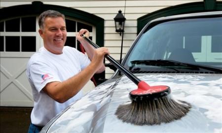 Chổi rửa xe ô tô thông minh tự xoay
