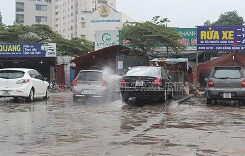 Theo kinh nghiệm mở tiệm rửa xe ô tô của những người đi trước thì bạn nên chọn mặt bằng ở những nơi đông dân cư sinh sống