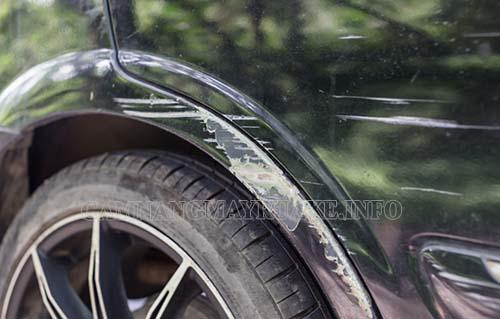 Rửa xe bị xước có nhiều nguyên nhân