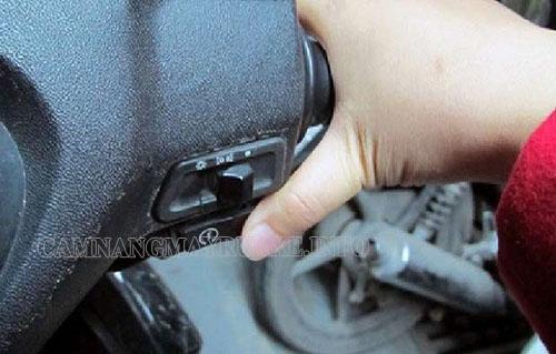 Có nhiều nguyên nhân dẫn đến tình trạng xe máy bị trượt đề