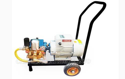 Máy rửa xe Amax AM-28D-MOTO 2,2KW với thiết kế nhỏ gọn cùng bánh xe cao su giúp dễ dàng di chuyển