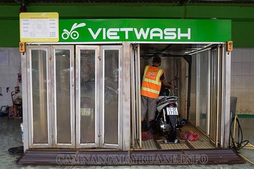 xe-duoc-dua-vao-buong-rua-xe-thong-minh-vietwash