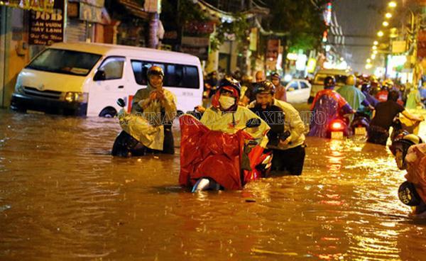 Xe bị ngập nước sẽ dẫn đến hư hại nhiều bộ phận máy